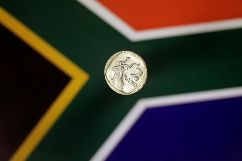 © Reuters.  South Africa's Rand Has Another Go at Key Resistance Level