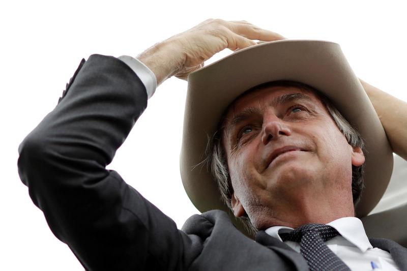 © Reuters.  Bolsonaro convoca ato político no Rio; Haddad tem reuniões em Brasília