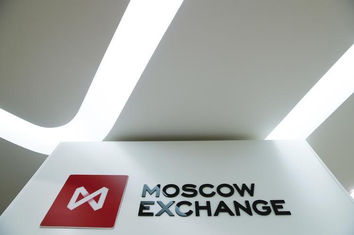 © Reuters.  Российский рынок снижается на возможных санкциях ЕС