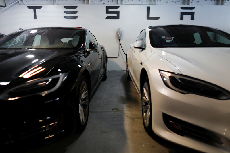 © Reuters.  Tesla Equity Sale Comes at a Good Time for Index-Fund Trackers