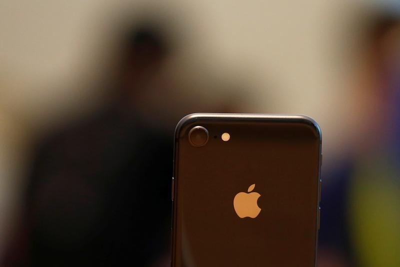 © Reuters.  Vendas do iPhone na China caem 20% no 4º trimestre