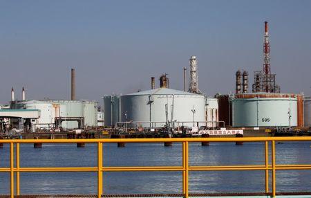 تراجع حاد في مخزونات النفط الأمريكية بـ6.8 مليون برميل