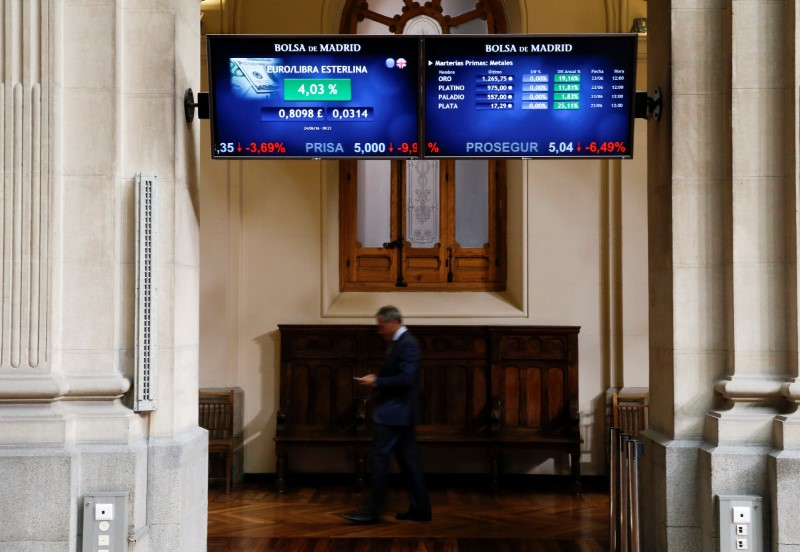 © Reuters.  Spain shares lower at close of trade; IBEX 35 down 1.56%