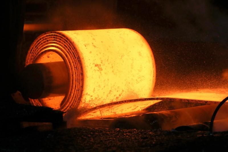 Futuros do aço recuam na China após rali; minério de ferro também cai