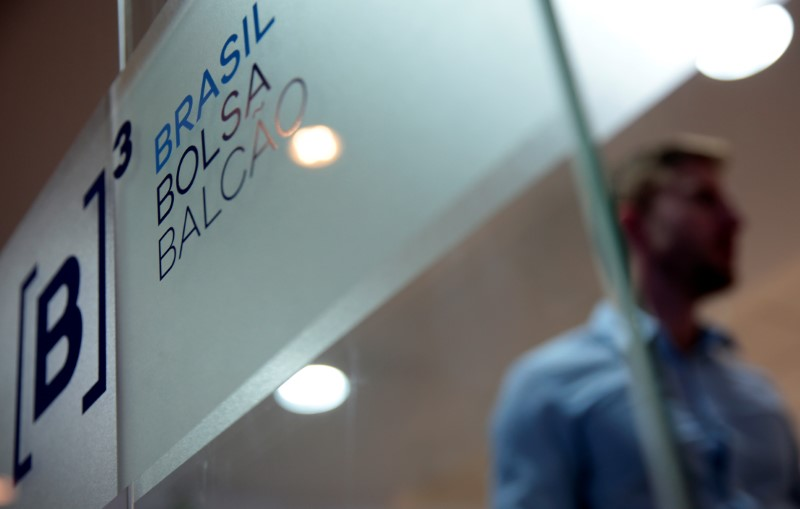 © Reuters.  Brasil - Ações fecharam o pregão em queda e o Índice Bovespa recuou 0,93%