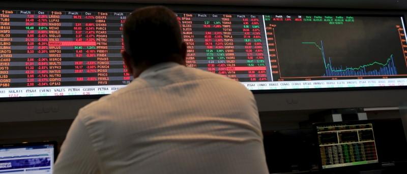 © Reuters.  Outubro fecha com saídas de R$ 6,2 bilhões do segmento Bovespa da B3