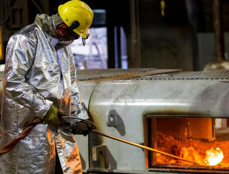 Ações: Turismo cai por receios com pandemia; siderúrgicas seguem queda do minério