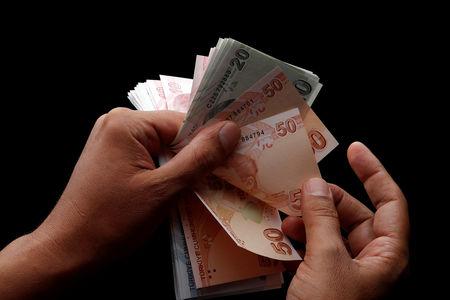 ارتفاع الليرة التركية مقابل الدولار الأمريكي بدعم من الأنباء الإيجابية