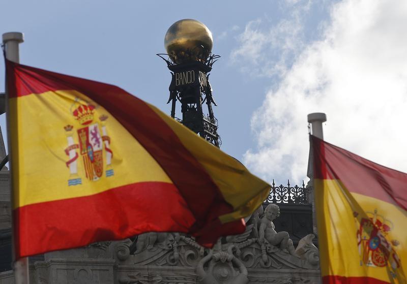 © Reuters.  España coloca 4.520 millones en deuda a medio y largo plazo a menor interés