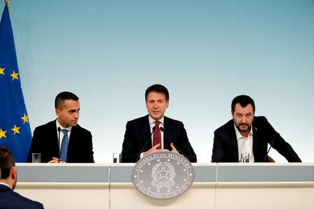 فوركس- اليورو يختبر مستويات منخفضة قبل تصويت سحب الثقة من الحكومة الإيطالية