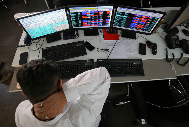 © Reuters. India stocks lower at close of trade; Nifty 50 down 0.27%