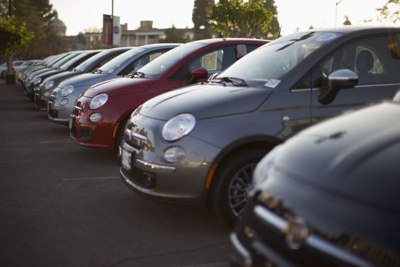 © Reuters.  Europe Car Sales Rise 1.1% in Surprise First Gain of the Year