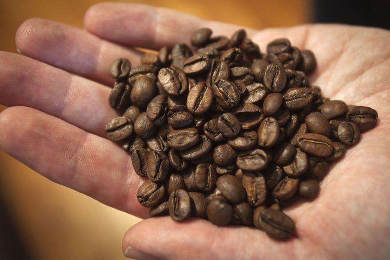 © Reuters.  Contratos futuros do café fecham em alta em Nova York