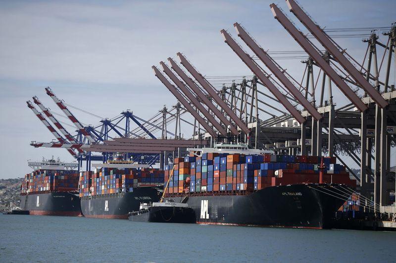 © Reuters.  Несколько грузовых судов вычеркнуты из реестра за перевозки зерна из Крыма в Сирию