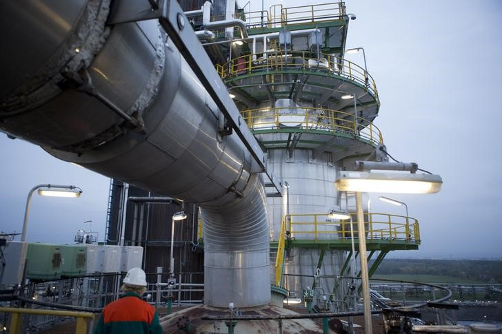 Oil Prices Extend Gains as Crude Stockpiles Rise Less Than Expected