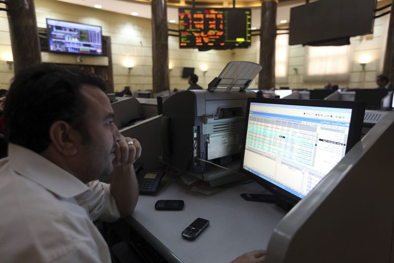 © Reuters.  United Arab Emirates stocks lower at close of trade; DFM General unchanged