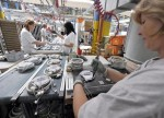 UPDATE 1-Canadian factory sales up 1.4 pct in May on chemicals, machinery