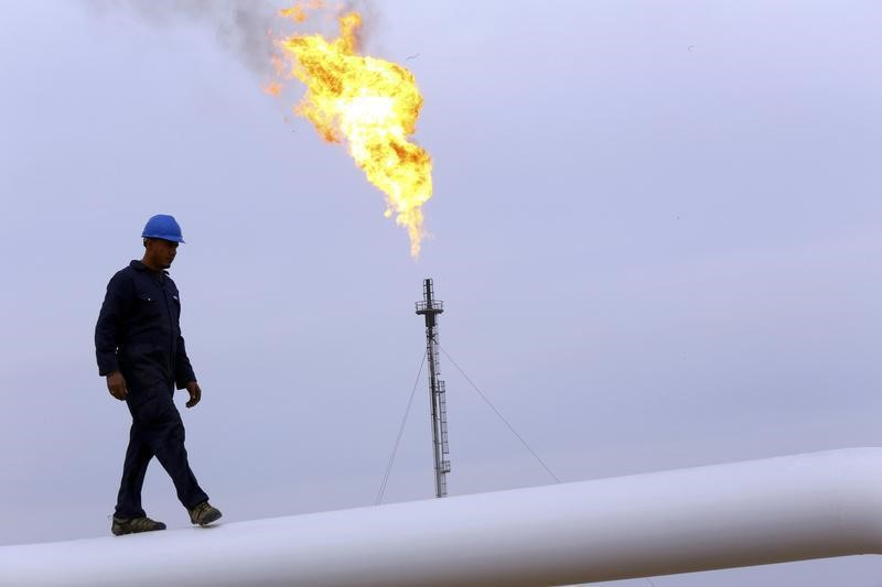 © Reuters.  Crude inventories fell more than expected.