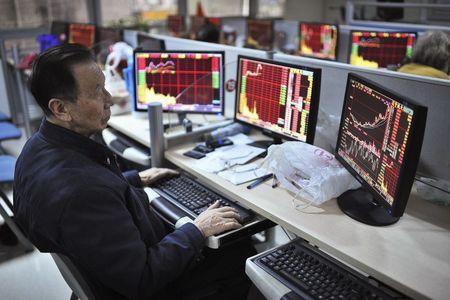 欧洲股市:政治风险打压意大利股市,欧元下跌提振欧股上涨