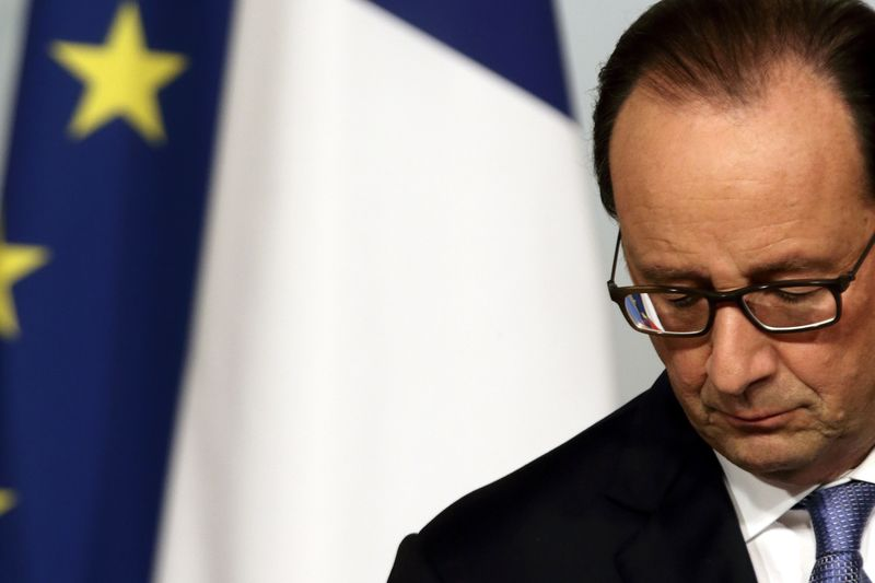 © Reuters.  Рейтинг популярности президента Франции остается низким
