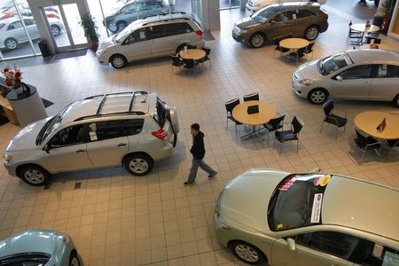 U.S. Retail Sales Increase More Than Forecast on Autos, Web