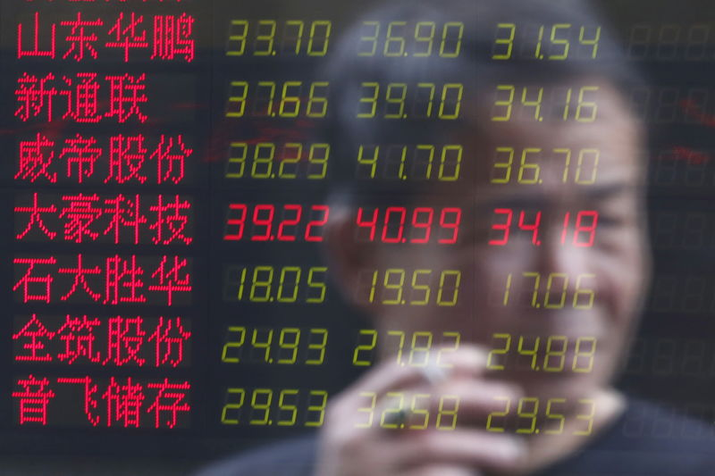 © Reuters.  China stocks lower at close of trade; Shanghai Composite down 1.68%