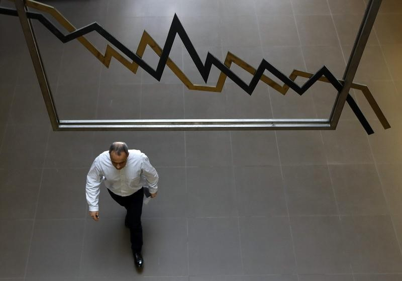 © Reuters.  Greece shares lower at close of trade; Athens General Composite down 1.24%