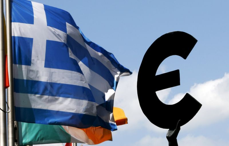 © Reuters.  Even Greece Is Getting Paid to Borrow Money in Debt Markets