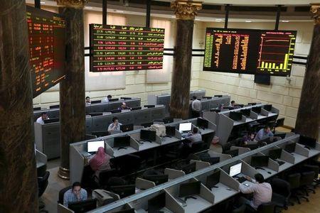البورصة المصرية تواصل الهبوط وسط مخاوف المتعاملين من الركود العالمي