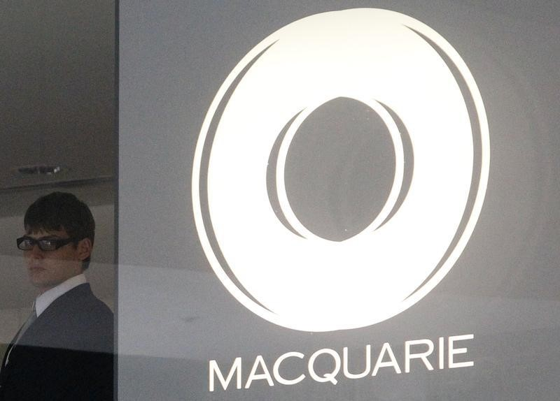 © Reuters.  Australian shares higher, led by Macquarie Group; NZ up