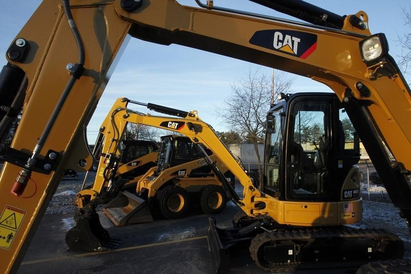 Stocks - U.S. Futures Slip After Caterpillar 3Q Disappoints By Investi