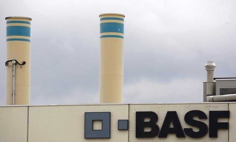 FIRMEN-BLICK-BASF prüft mit Partnern Milliarden-Investition in Indien