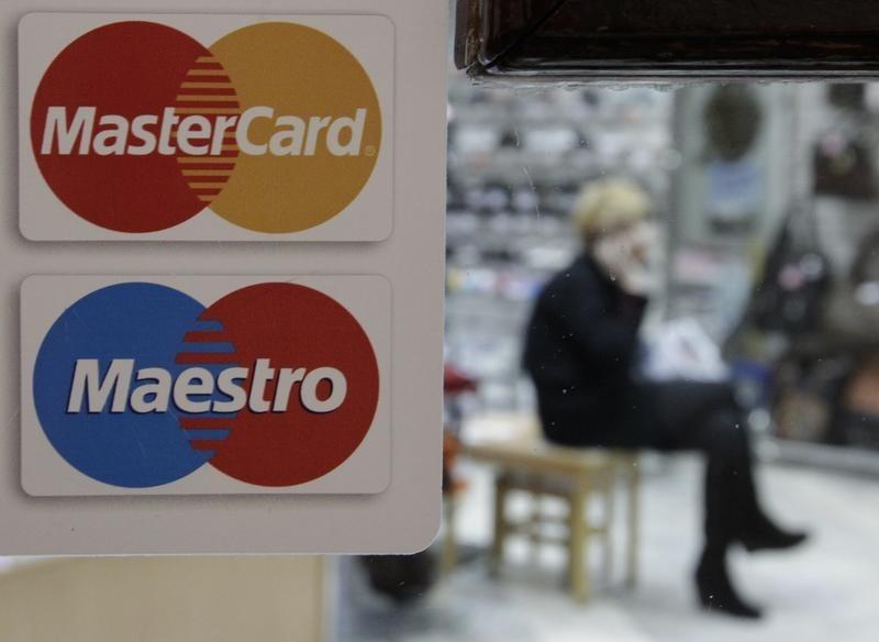 © Reuters.  Mastercard Stock Falls 3%