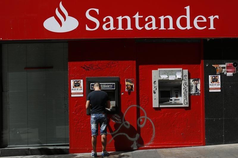 © Reuters.  Bancos espanhóis lideram alta no setor financeiro