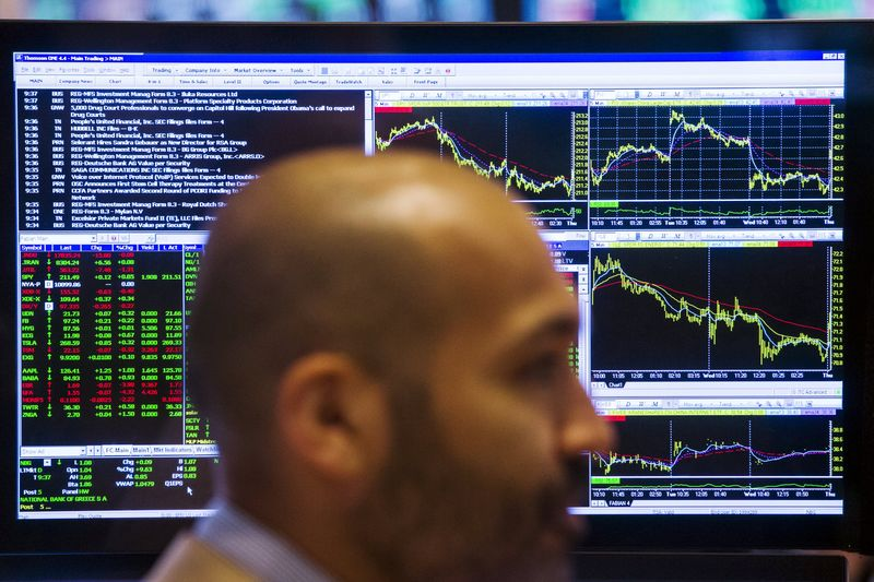 © Reuters.  GLOBAL MARKETS-Stocks buoyed by tech bounce; Dudley remarks lift Treasury yields