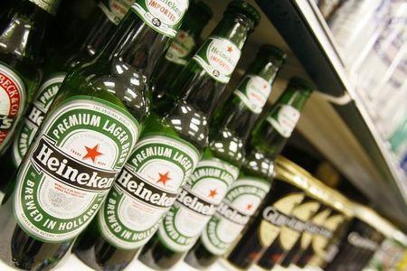 Borse europee deboli; pesa aggiornamento di Heineken in vista della BCE