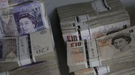 Sterlina su malgrado la crisi per la Brexit; yen in salita