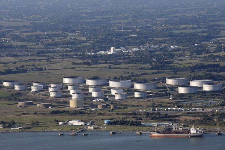 © Reuters.  EUA têm queda em estoques de petróleo e alta surpreendente nos de gasolina, diz AIE