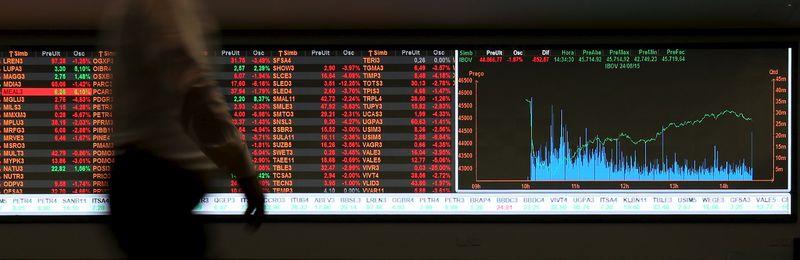 61c9d61beff2 Brasil - Ações fecharam o pregão em alta e o Índice Bovespa avançou ...