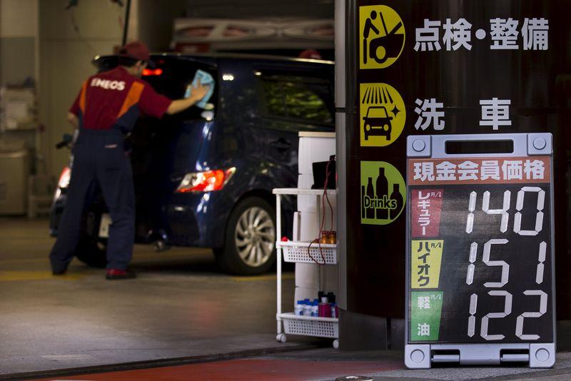 Япония сократила импорт нефти до минимума за 27 лет