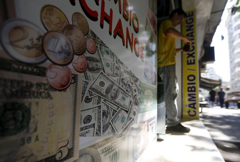 © Reuters.  Las grandes acciones y el sector petrolero animan la bolsa de valores de Sao Paulo