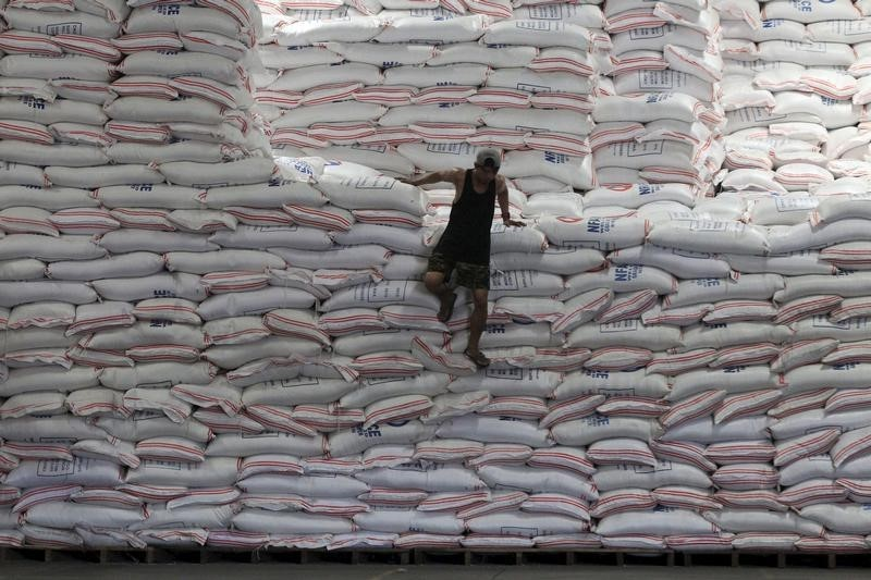 © Reuters.  ASIA RICE-Demand from Bangladesh pushes up prices in India