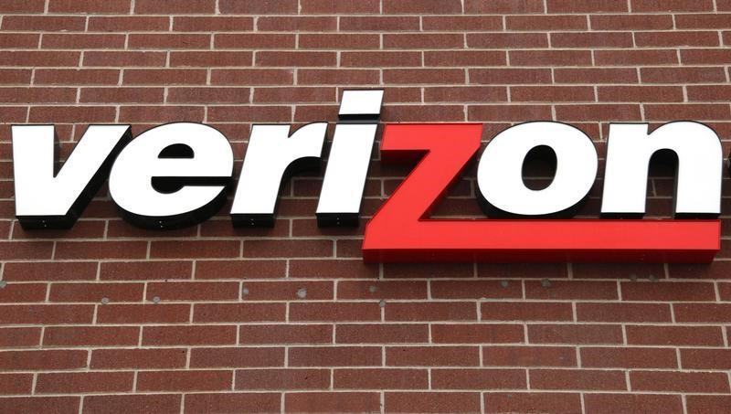 © Reuters. Verizon Stock Falls 3%