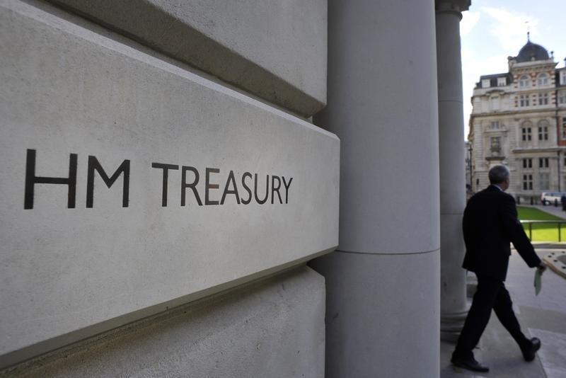 Los inversores acuden en masa para comprar deuda del Reino Unido, a pesar del suministro récord Por Reuters 36