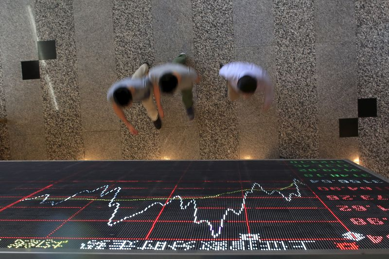 © Reuters.  China stocks higher at close of trade; Shanghai Composite up 0.34%