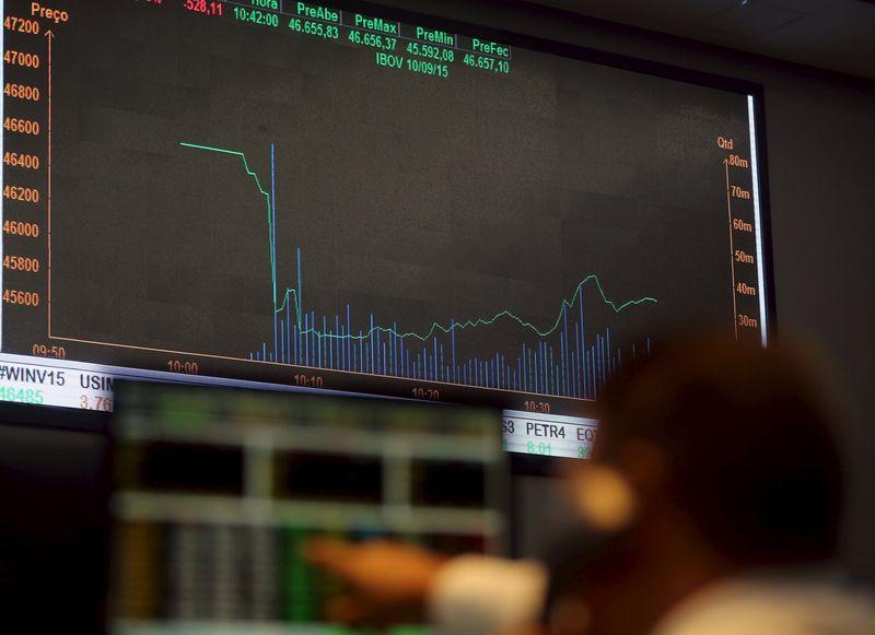 © Reuters.  Brasil - Ações fecharam o pregão em queda e o Índice Bovespa recuou 2,39%