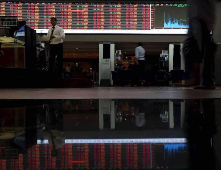 © Reuters.  Brazil shares higher at close of trade; Bovespa up 1.69%