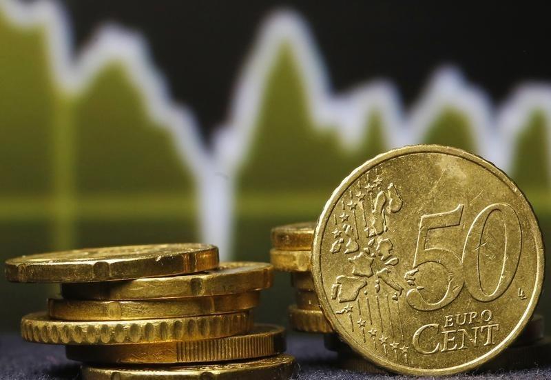 © Reuters.  ЦБ РФ установил курс евро на сегодня в размере 59,8393 руб.