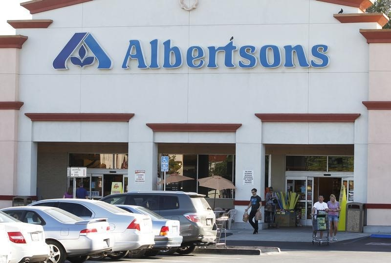 Albertsons Sees the Good Times Rolling on After Topping Profit Estimates