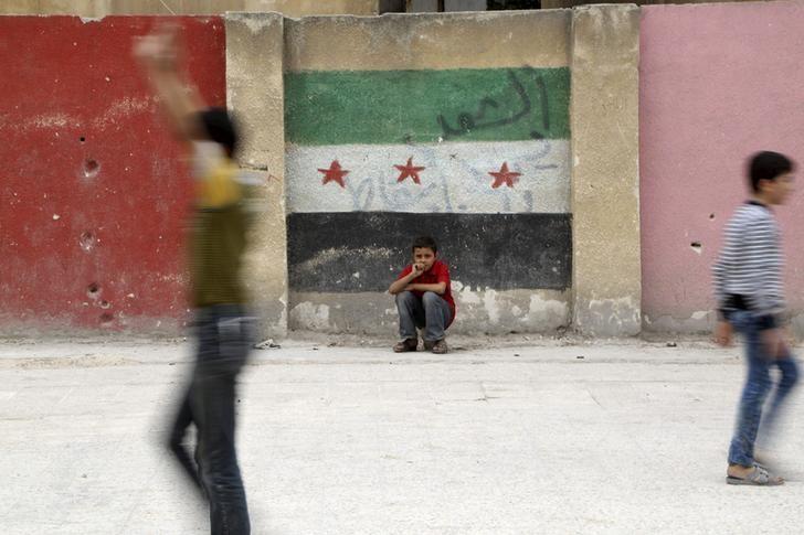 Ataques aéreos do governo sírio atingem enclave insurgente nas proximidades de Damascos